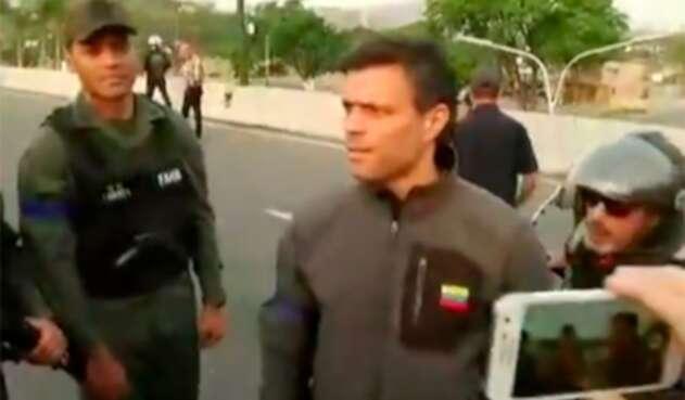 Leopoldo López, dirigente opositor venezolano, en inmediaciones de la base militar la Carlota, en Caracas (Venezuela)