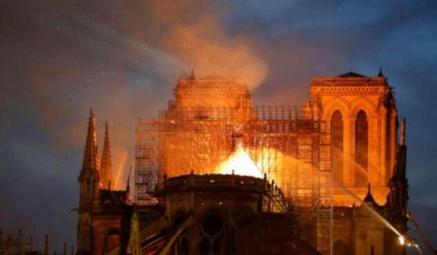 La Catedral de Notre Dame de París en medio de las llamas