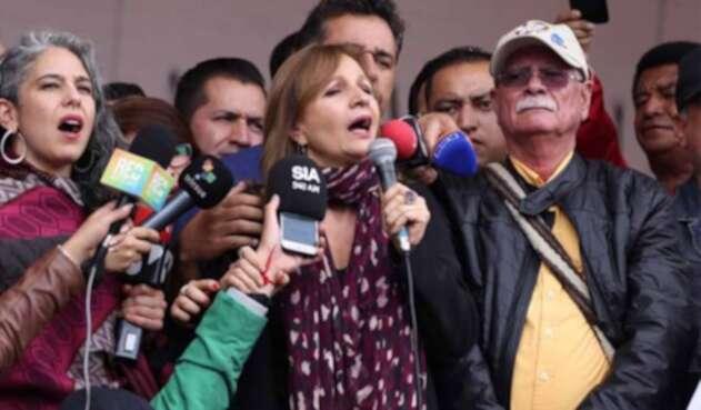Ángela María Robledo en la Plaza de Bolívar