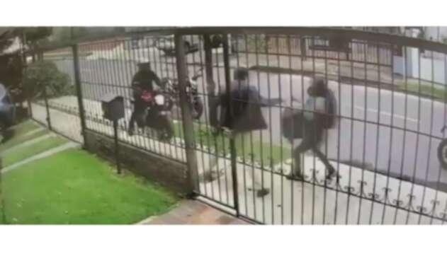 Así son los robos en moto en Bogotá.