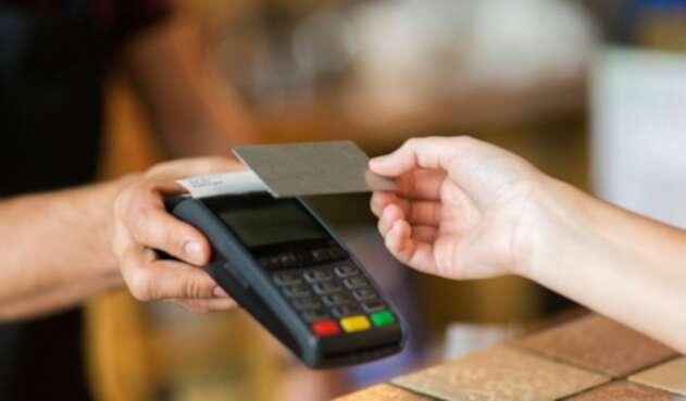 El proyecto para eliminar las cuotas de manejo y otros servicios financieros que se cargan a las cuentas de ahorro y tarjetas de crédito entra a discusión este miércoles en la Cámara.