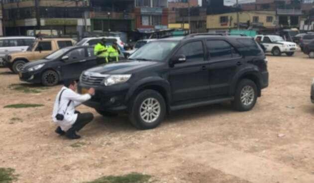 Camioneta Fortuner robada a periodistas