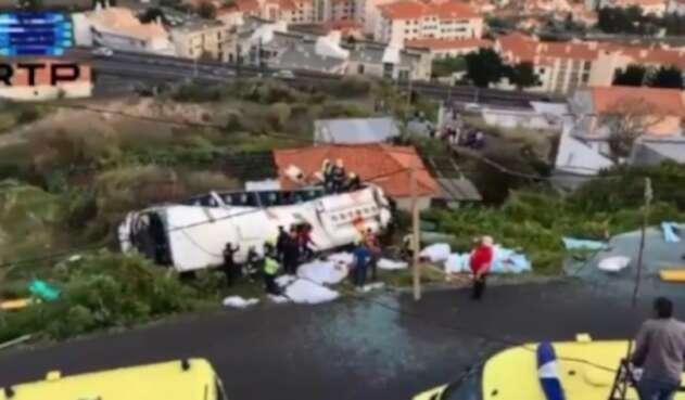 Autobus turistico accidentado