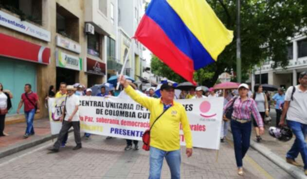 Trabajadores sindicalizados y educadores marcharon en la ciudad de Neiva