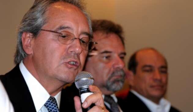 Roberto Kriete, (al frente), nuevo presidente de la Junta Directiva de Avianca