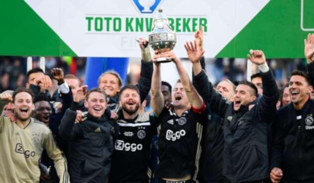 El Ajax de Amsterdam celebrando el título de la Copa de Holanda, este 5 de mayo de 2019 en Rotterdam