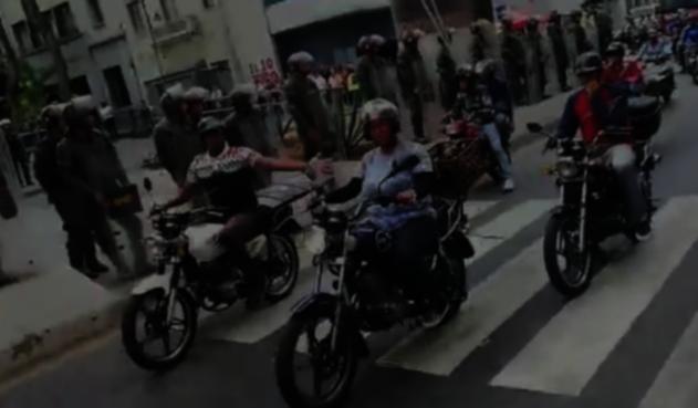 Colectivos afines a Nicolás Maduro amenazaron a periodistas en la AN