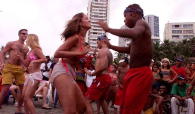 Personas bailando champeta