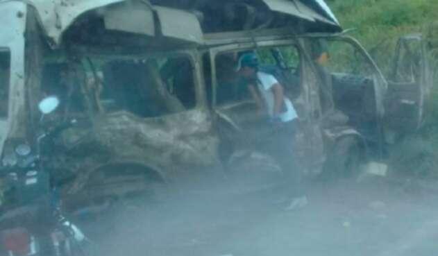 El vehículo en el cual se movilizaba la comisión judicial atacada en El Catatumbo