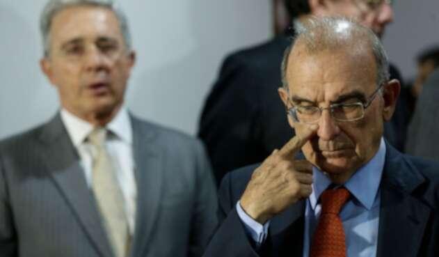 Álvaro Uribe y Humberto de la Calle