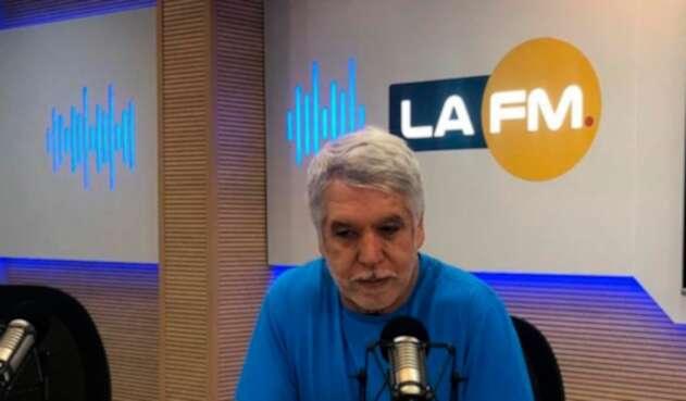 Enrique Peñalosa, alcalde de Bogotá, en la cabina de LA FM en Bogotá