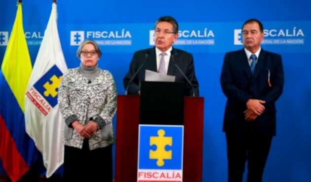 María Paulina Riveros, vicefiscal general de la Nación; Néstor Humberto Martínez, fiscal general de la Nación; y Fabio Espitia, fiscal jefe de la Unidad Delegada ante la Corte Suprema