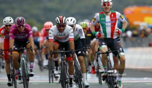 Elia Viviani ganó tercera etapa del Giro de Italia 2019