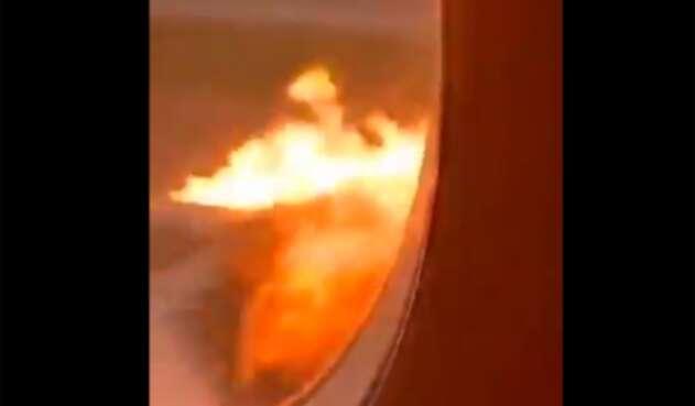 El incendio del avión ruso en Moscú, desde adentro