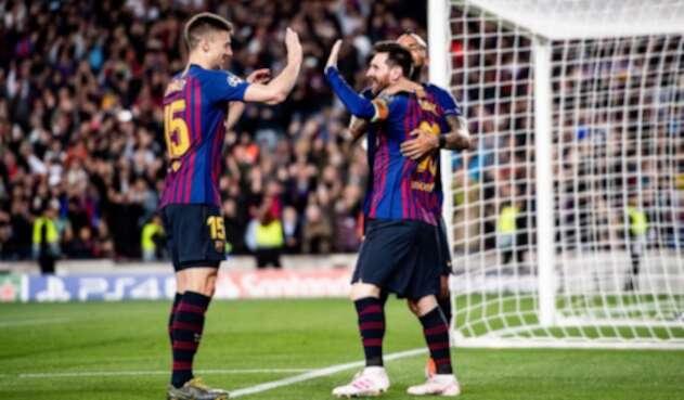 Messi celebrando el gol de tiro libre en la victoria de Barcelona ante Liverpool.