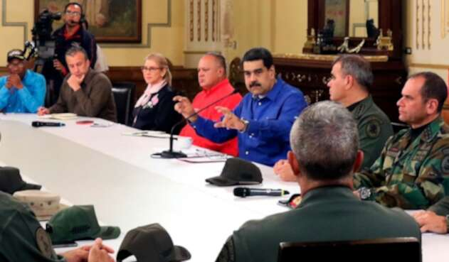 Nicolás Maduro reunido con sus fuerzas militares y su equipo de gobierno tras el caos que vivió el país el 30 de abril de 2019