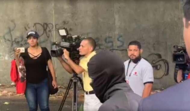 Arrestan a periodistas en Caracas