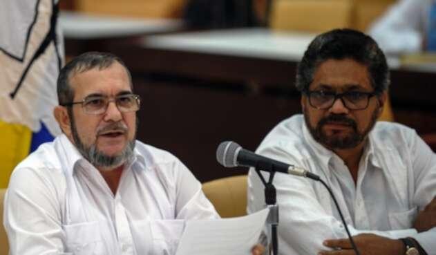 Rodrigo Londoño e Iván Márquez, integrantes del partido Farc