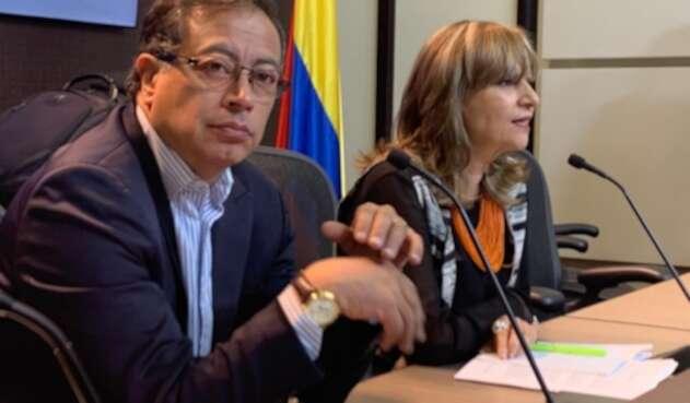 Gustavo Petro y Ángela María Robledo
