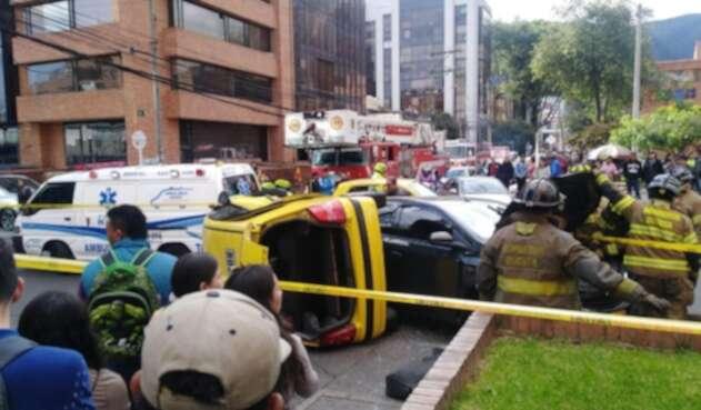 Choque entre taxi y vehículo particular