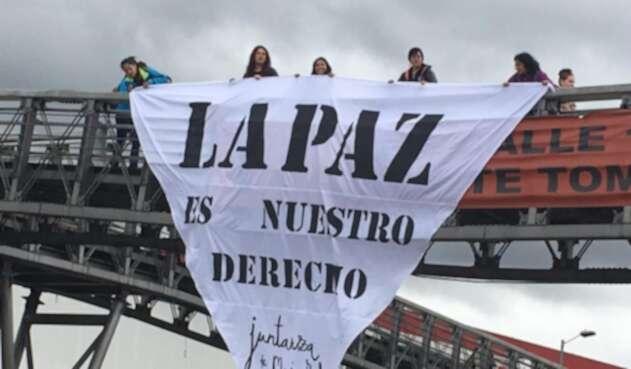 Con esta singular manifestación, las mujeres piden al gobierno y al ELN volver a negociar.