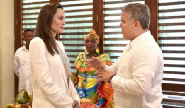 Angelina Jolie e Iván Duque