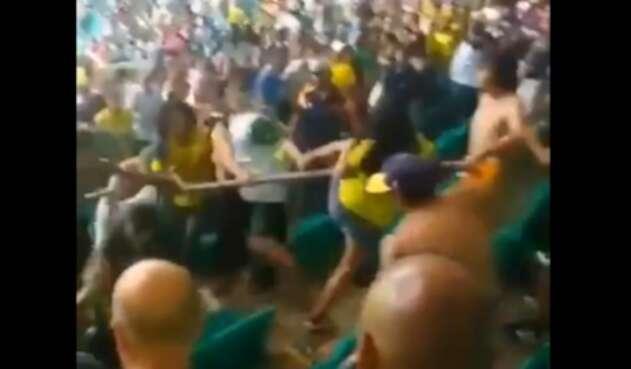 Colombianos peleando en Brasil