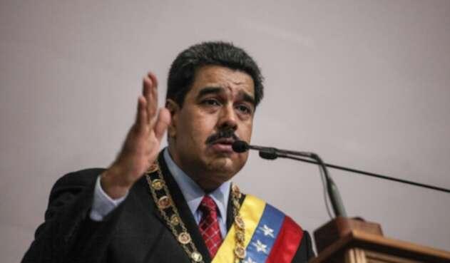 """Maduro autorizó a la fuerzas militares de Venezuela a responder desde """"todos los espacios"""" a Colombi"""