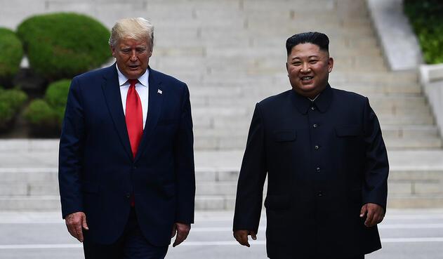 Donald Trump y Kim Jong-un reunidos en la Zona Desmilitarizada (DMZ), que separa las dos Coreas desde el final de la guerra de Corea (1950-53)