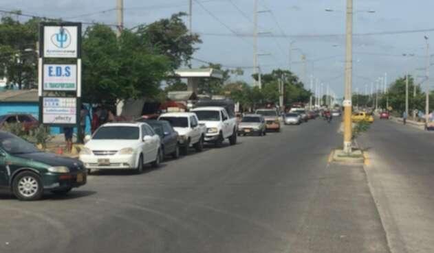 Filas en Venezuela para adquirir gasolina
