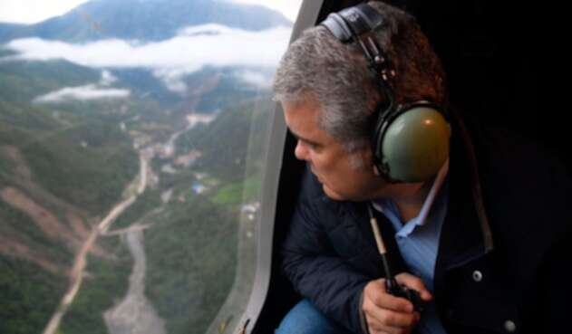 El presidente de la República, Iván Duque, sobrevolando la vía Bogotá-Villavicencio, el 5 de junio de 2019