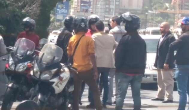 Juan Guaidó conversó con funcionarios que querían detener a su equipo 1