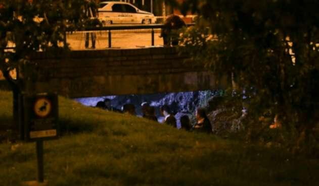 Hacía las 4:00 de la mañana del 28 de abril de 2014 inició la recreación de cómo el primer grupo de bomberos de Bogotá realizó la primera búsqueda del cuerpo de Luis Andrés Colmenares en el caño el Virrey, hechos que ocurrieron el 31 de octubre del 2010
