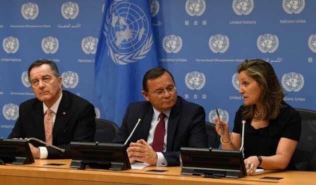 Los ministros de Relaciones Exteriores de Chile, Roberto Ampuero; de Perú, Néstor Popolizio, y de Canadá, Chrystia Freeland.