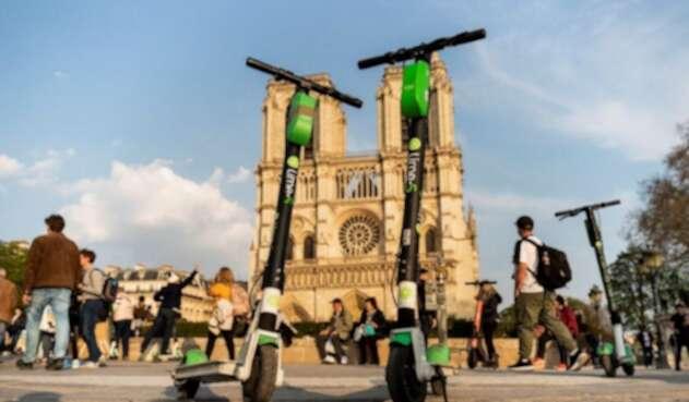 París reglamenta patinetas eléctricas