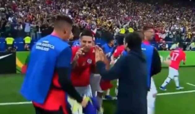 Erick Pulgar y su celebración tras clasificación de Chile ante Colombia