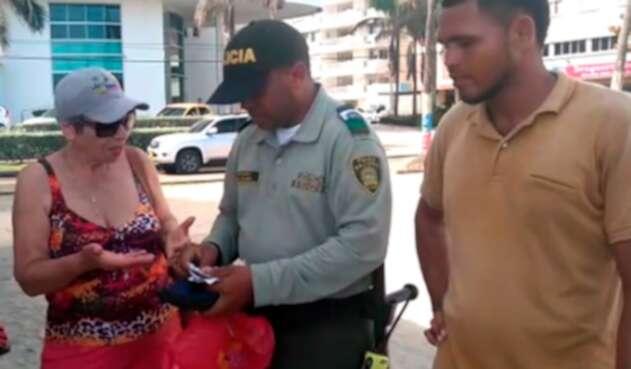 La ciudadana argentina, las autoridades y el vendedor informal en Cartagena