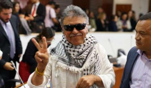 Este fue el gesto de Jesús Santrich que le molestó al presidente de la Comisión Séptima de la Cámara.