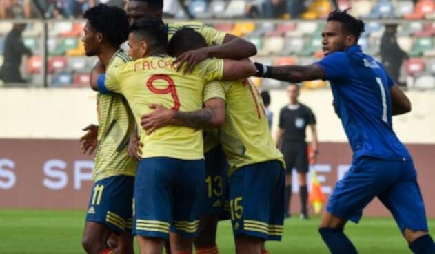 Selección de Colombia en su duelo ante Perú