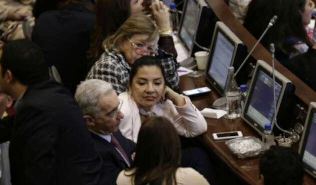 Bancada del Uribismo en medio de la sesión del Congreso