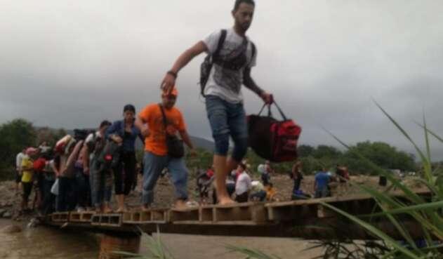 Venezolanos en las trochas de la zona de frontera.