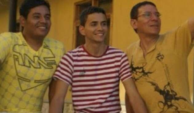 Alejandro, Álex y Manuel, la familia poliamorosa en Medellín.