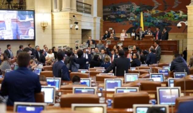 Partidos protestan contra Jesús Santrich en la Plenaria de Cámara