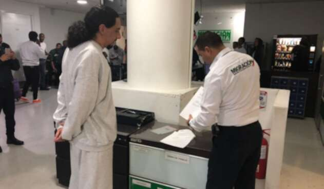 David Murcia Guzmán, en el proceso de registro con Migración Colombia, en Bogotá