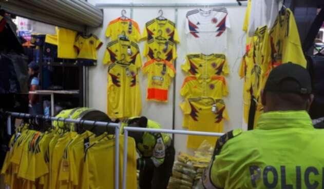 Incautación de camisetas de la Selección Colombia, de contrabando