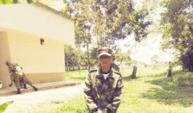 Jhonnier Jardane es el solado de 18 años que fue asesinado por hombres que abordo de motocicleta, le quitaron la vida en Ciudad Bolívar.