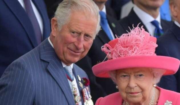 Raina Isabel y Príncipe Carlos
