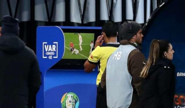 VAR en Argentina vs Chile