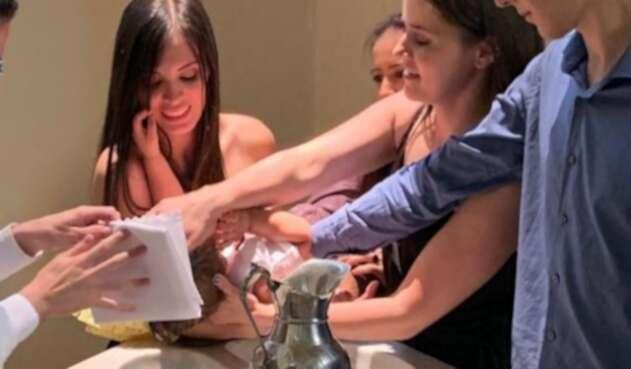Manuela y Luisa en el bautizo de su hijo en Medellín.
