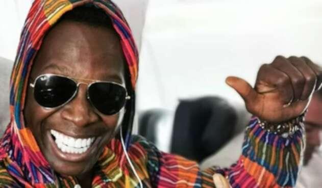 El actor interpretó una canción en un vuelo y se ganó los aplausos de los otros viajeros.